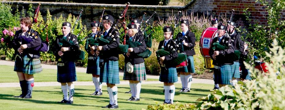 Scottish wedding with pipers